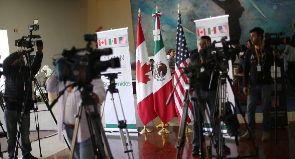 Journalists work during the fifth round of NAFTA talks involving the United States, Mexico and Canada, in Mexico City, Mexico, November 18, 2017