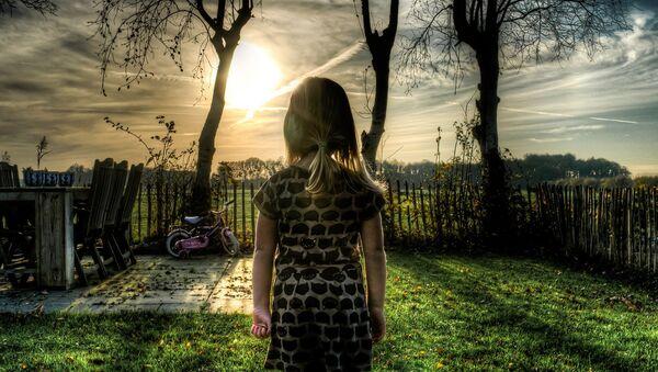 Girl standing in a garden - Sputnik International