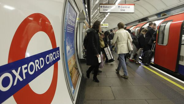 People board an underground Tube train at Oxford Circus underground station in London. (File) - Sputnik International