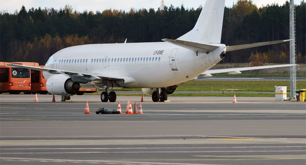 GetJet Airlines, LY-EWE, Boeing 737-330