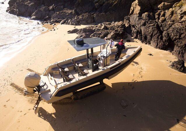 Iguana 31 amphibious yacht
