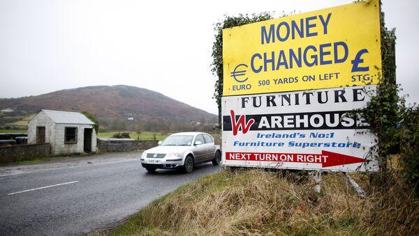 A motorist crosses over the border from the Irish Republic into Northern Ireland near the town of Jonesborough, Northern Ireland, Monday, Jan. 30, 2017 - Sputnik International