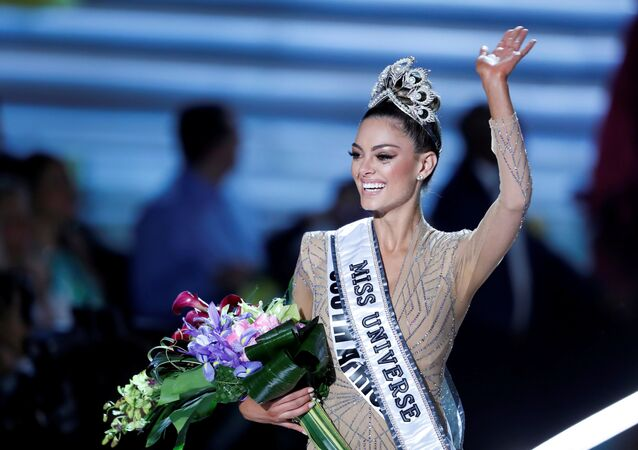 Miss South Africa Demi-Leigh Nel-Peters waves after being crowned Miss Universe during the 66th Miss Universe pageant at Planet Hollywood hotel-casino in Las Vegas, Nevada, U.S. November 26, 2017