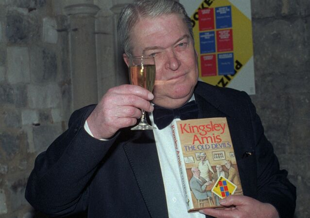 Sir Kingsley Amis celebrates in London Oct. 22, 1986 when he was awarded Britain's top honor for fiction - the 15,000 pounds (21,450 dollars) Booker Prize.