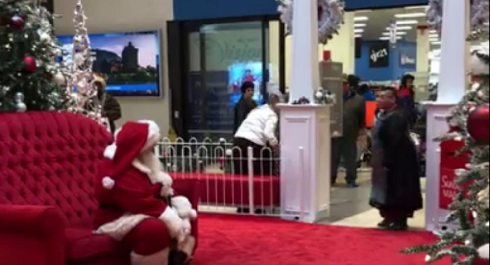 Woman yells at Mall Santa in Toronto's Dufferin Mall