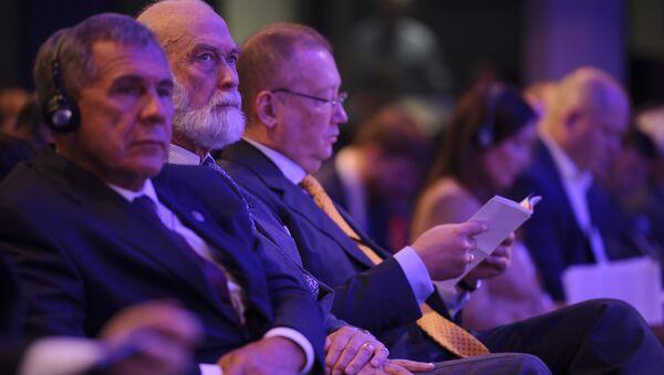 Prince Michael of Kent (center) with President Minnikhanov of Tatarstan (left) and Russian Ambassador Alexander Yakovenko (right) at the Russian-British Business Forum - Sputnik International