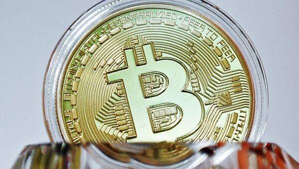 A souvenir coin of the bitcoin - Sputnik International