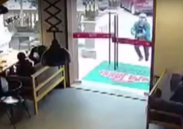 Chinese Delivery Man Breaks Glass Door