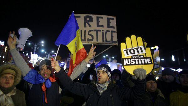 People take part in a demonstration in Bucharest, Romania, December 10, 2017. - Sputnik International