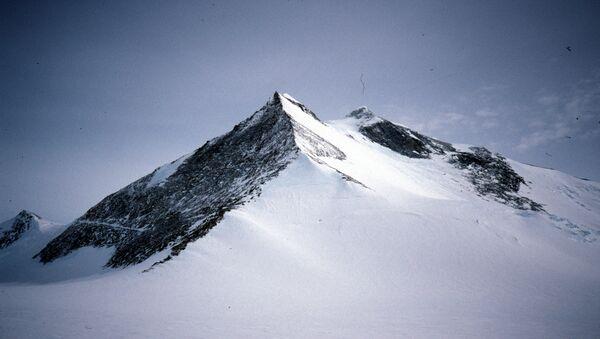 Mount Hope south face - oblique view from East - Sputnik International