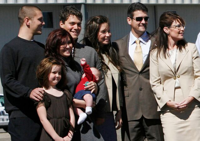 U.S. vice presidential candidate and Alaska Governor Sarah Palin (R) stands with members of her family in Minneapolis, Minnesota September 3, 2008