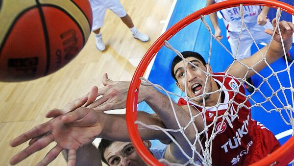 Enes Kanter of Turkey (C) vies during their game against Serbia during a 2011 European championship second round group E, basketball game in Vilnius. (File) - Sputnik International