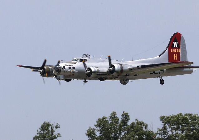 WORLD WAR II B17 BOMBER