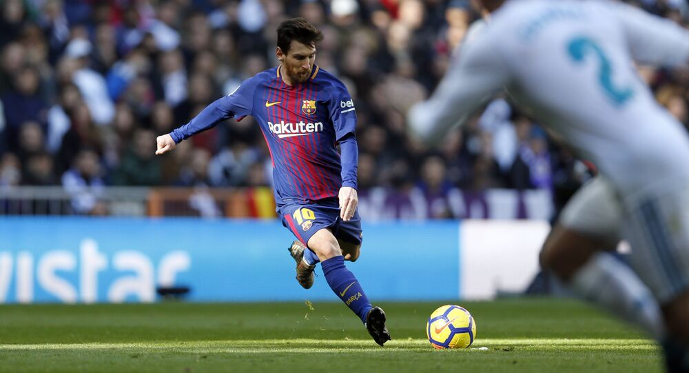 Barcelona's Lionel Messi shoots a free kick during the Spanish La Liga soccer match between Real Madrid and Barcelona at the Santiago Bernabeu stadium in Madrid, Spain, Saturday, Dec. 23, 2017