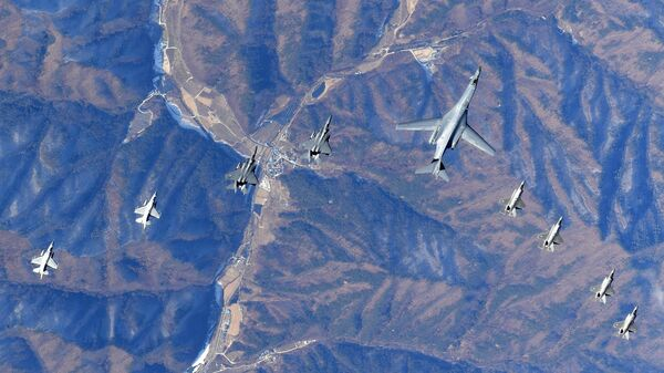 In this photo provided by South Korea Defense Ministry, U.S. Air Force B-1B bomber, center, flies over the Korean Peninsula with South Korean fighter jets F-16, F-15K and U.S. fighter jets F-35A, F35B during their combined aerial exercise Wednesday, Dec. 6, 2017. The United States flew a B-1B supersonic bomber over South Korea on Wednesday as part of a massive combined aerial exercise involving hundreds of warplanes, a clear warning after North Korea last week tested its biggest and most powerful missile yet. - Sputnik International