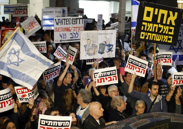 Israelis take part in a demonstration titled the March of Shame, as they protest against Prime Minister Benjamin Netanyahu and government corruption in the coastal city of Tel Aviv on December 23, 2017
