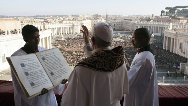 Pope Francis delivers the Urbi et Orbi (Latin for ' to the city and to the world') Christmas' day blessing from the main balcony of St. Peter's Basilica at the Vatican, Monday, Dec. 25, 2017 - Sputnik International