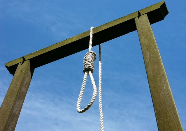 Gallows and noose.