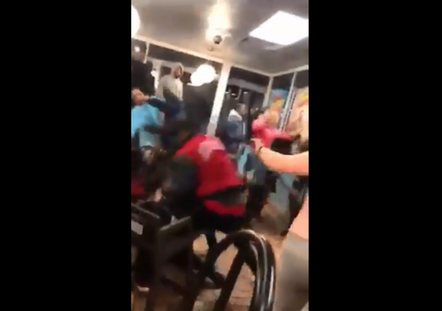 Fight breaks out at Waffle House in Lima, Ohio