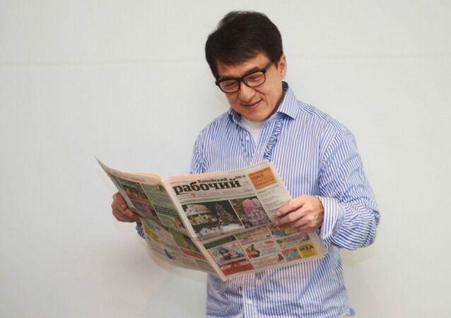 Jackie Chan with Kopeyskiy Rabochiy newspaper