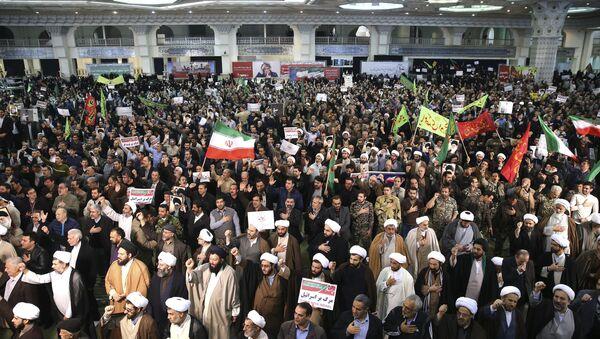 Iranian protesters chant slogans at a rally in Tehran, Iran, Saturday, Dec. 30, 2017 - Sputnik International