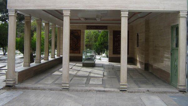 Takhti Tomb in Cemetery of Ray, Tehran - Sputnik International