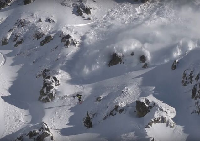 Avalanche in the Heart of the Pyrenees || ViralHog