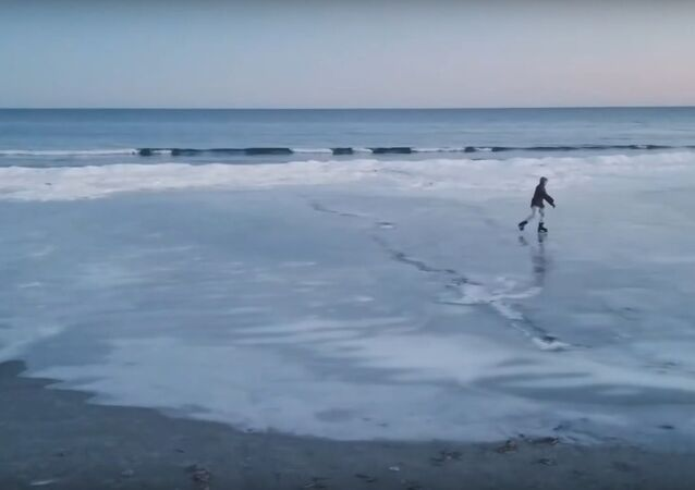 Man's Ice Skating Escapade on Frozen Maine Beach Captured on Video