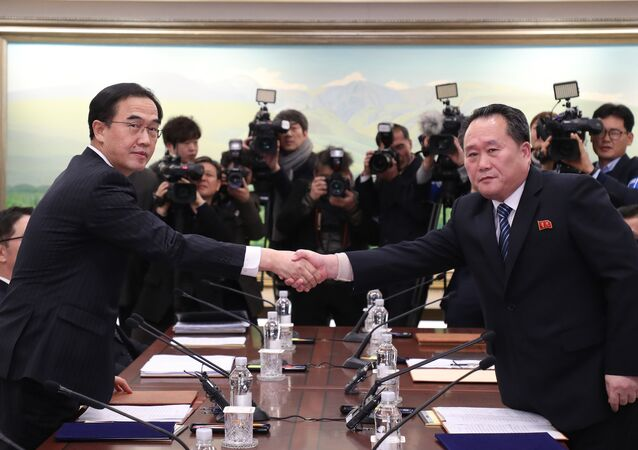 South Korea's Unification Minister Cho Myung-Gyun (L) shakes hands with North Korean chief delegate Ri Son-Gwon during their last meeting at the border truce village of Panmunjom in the Demilitarized Zone (DMZ) dividing the two Koreas