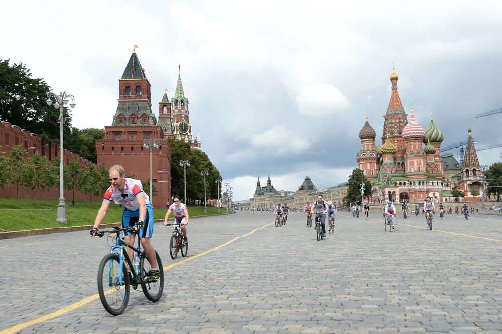 Through the Ages: The Sights of Moscow a Century Ago and Today