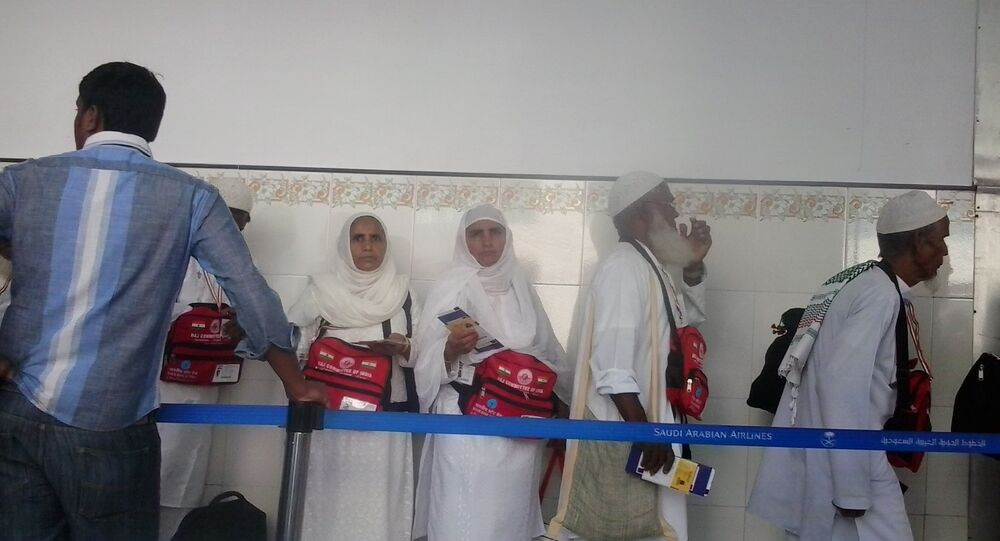 Indian Muslims in Lucknow on their way to Saudi Arabia, covered by Hajj subsidy (air tickets)