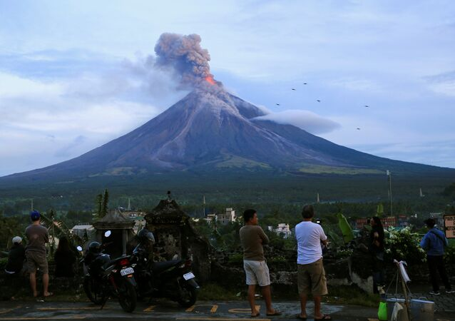 Residents watch the Mount Mayon volcano as it erupted anew in Daraga, Albay province, south of Manila, Philippines January 25, 2018