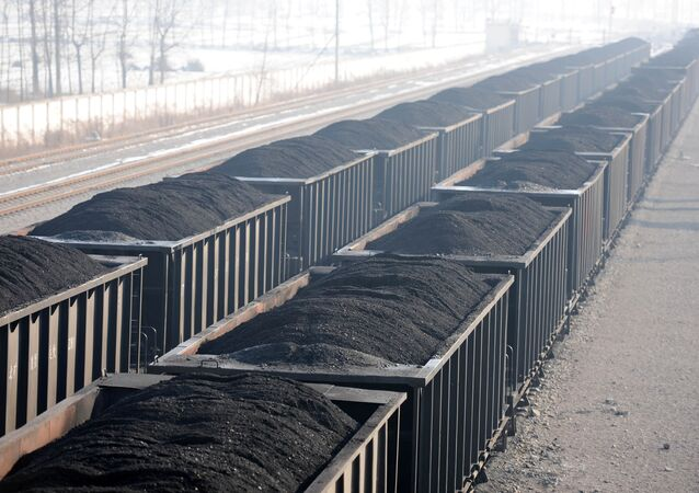gondola railcars loaded with coal