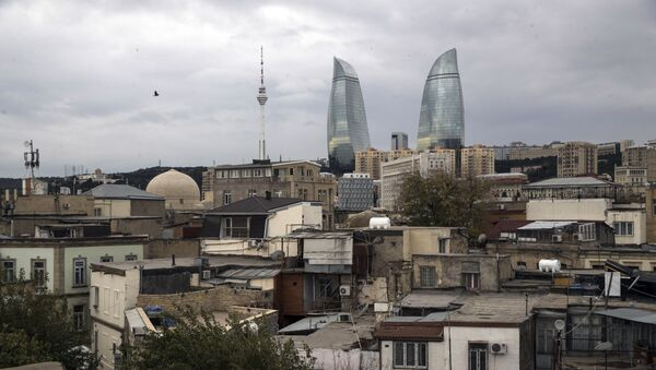 A view of the Old City with the Flame Towers skyscrapers in background in Baku, Azerbaijan, Wednesday, Nov. 23, 2017 - Sputnik International