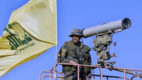 Hezbollah fighter stands at a watchtower (File) - Sputnik International