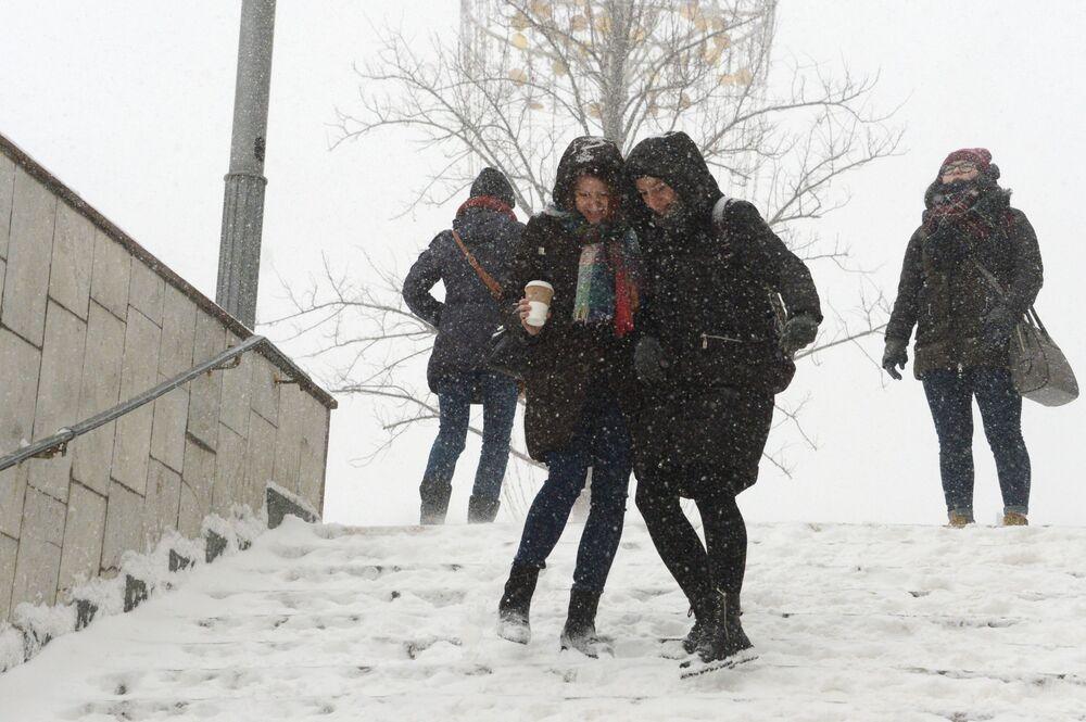 'Blizzard of Century': Snow Apocalypse in Moscow