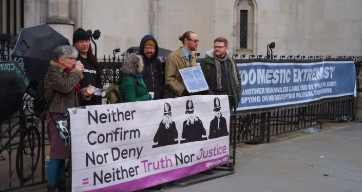Victims of UK Police Spying Protest Outside Royal Court of Justice, London © Sputnik 2018