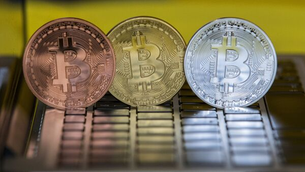A picture taken on February 6, 2018 shows a visual representation of the digital crypto-currency Bitcoin, at the Bitcoin Change shop in the Israeli city of Tel Aviv - Sputnik International