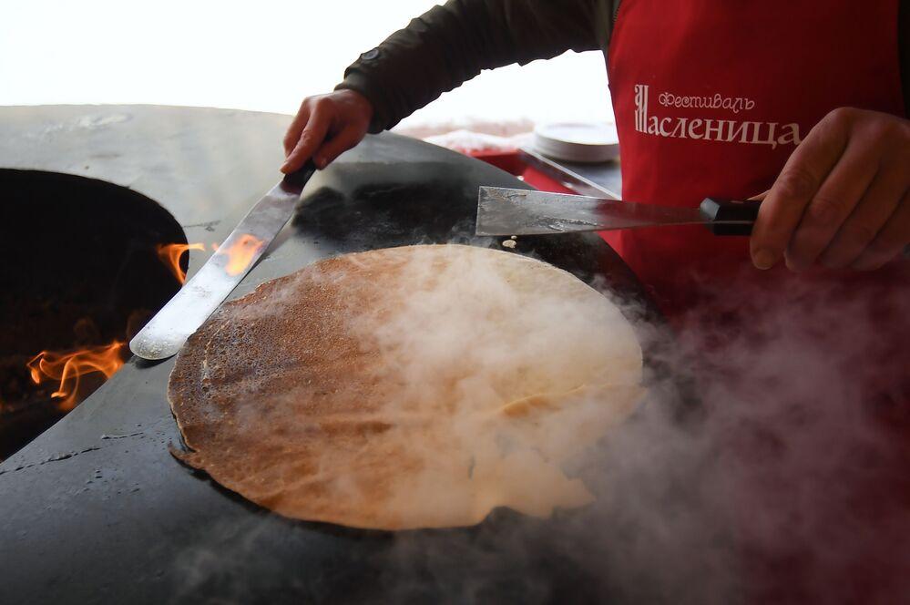 Slavic Pancake Festival: Maslenitsa Celebrations in Moscow