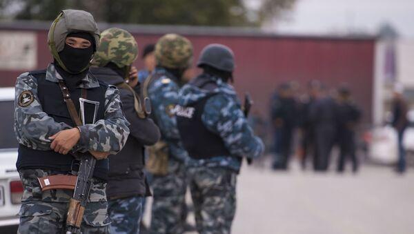 Сотрудники правоохранительных органов Киргизии в Бишкеке - Sputnik International