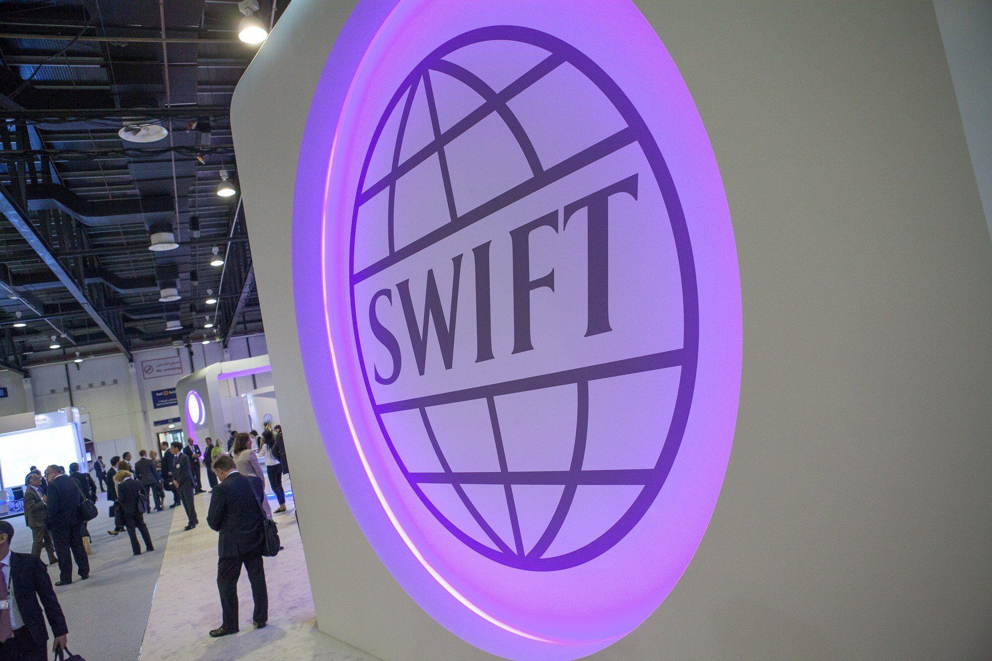 Чем обернется отключение России от SWIFT