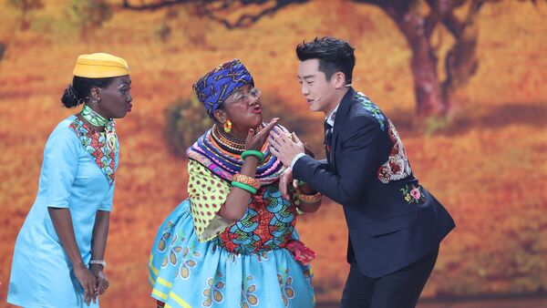 Chinese actor Lou Naiming (C) performs a skit on a Lunar New Year gala in Beijing, China, February 15, 2018 - Sputnik International