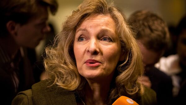 Lady Michele Renouf speaks to the media in support of Roman Catholic bishop Richard Williamson before he arrives at Heathrow airport in London, on February 25, 2009. - Sputnik International