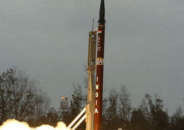 India's surface-to-surface missile Agni-II launches off Wheelers island in Orissa state, India (File)