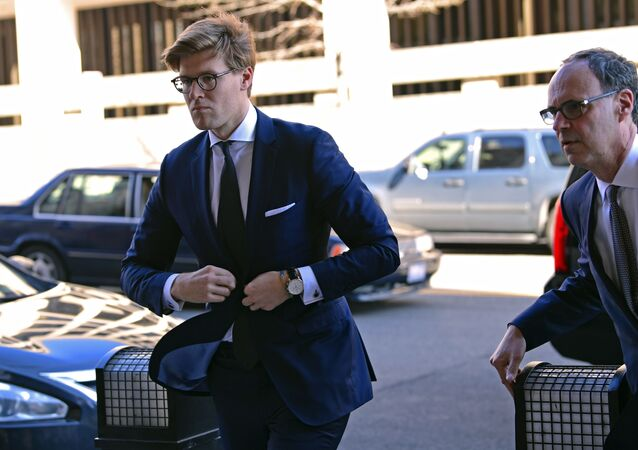 Alex van der Zwaan, left, arrives at Federal District Court in Washington, Tuesday, Feb. 20, 2018.