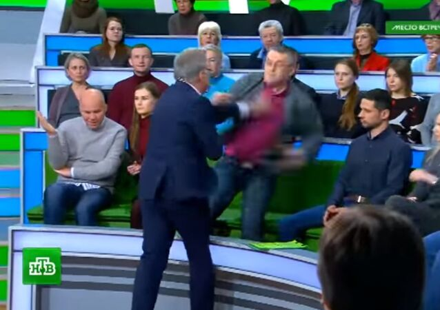 A video has been released showing a fight take place during the latest release of the online political talk show Mesto Vstrechi (the Meeting Place) on the Russian channel NTV