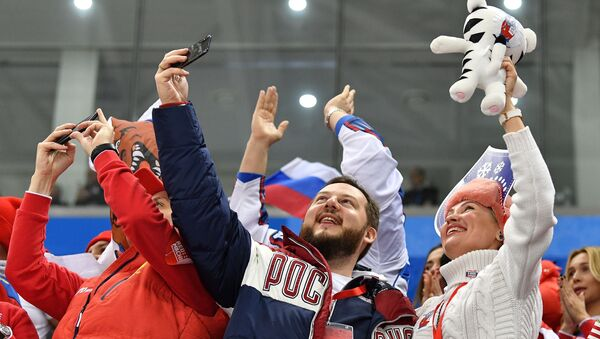 Russian sports fans celebrate a goal during the final match between Russia and Germany in the men's ice hockey tournament at the 2018 Winter Olympics - Sputnik International