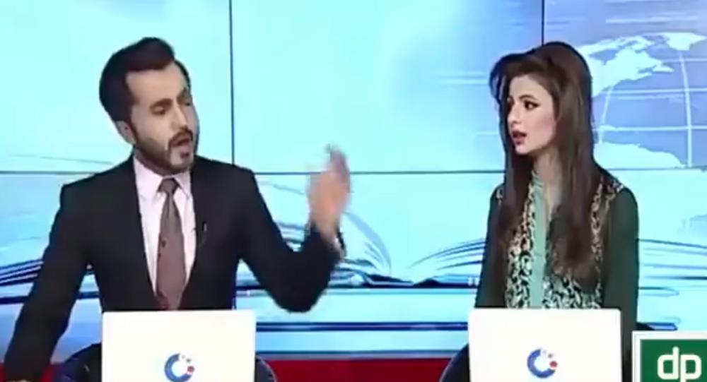 Pakistani news anchors fight
