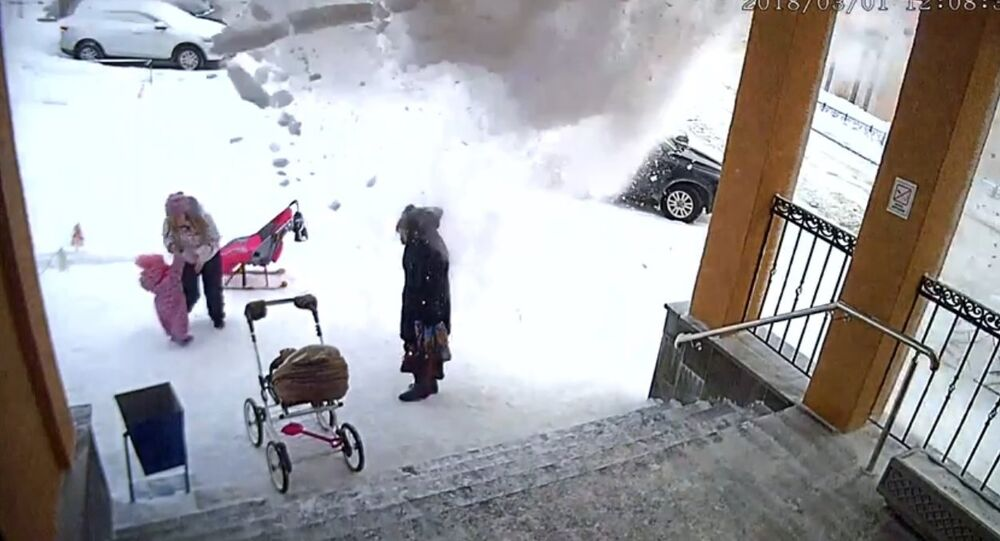 A half-year-old girl saved her mother from a snow avalanche