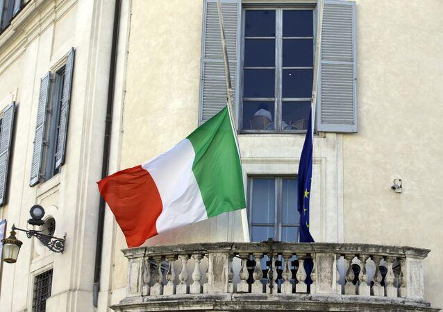 Bandiere dell'Italia e dell'UE